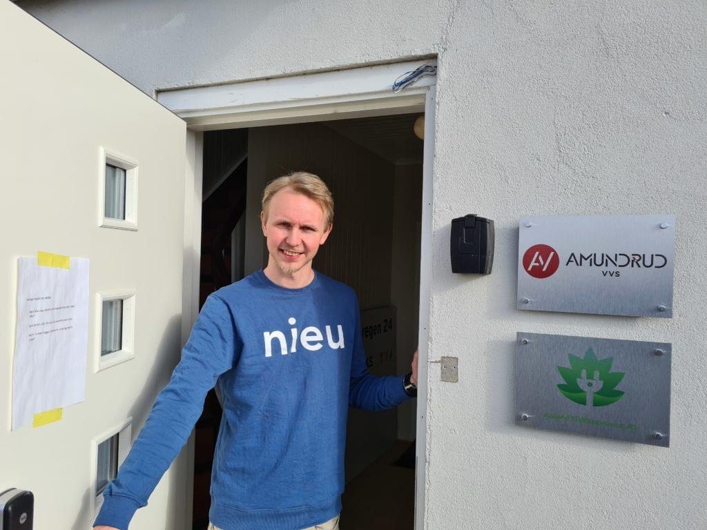 HAR FLYTTET: Amundrud VVS har flyttet ut av lokalene i Kaffegata, og inn hos Kraftlaget. Bjørnar Amundrud forteller at bedriften trengte mer plass.