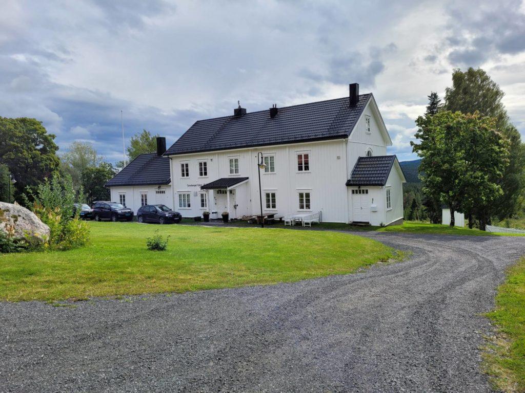 OPPTUR I ÅR: Fra krise i fjor har 2021 forandret seg til et realt opptur-år ved Gravberget gård. At verden åpner opp igjen har mye å si for driften her.