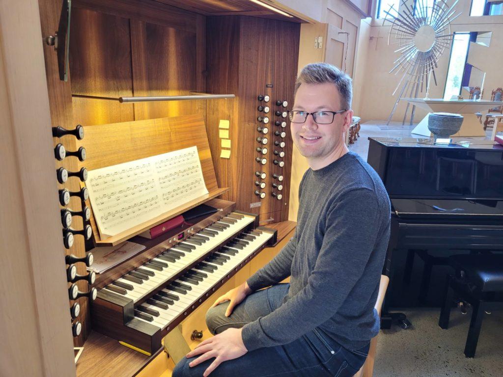 NY FESTIVAL: Også i år blir det orgelfestival i Våler. Organist Daniel Bjørlo ønsker alle velkommen inn i Våler kirke for å oppleve storslått orgelmusikk i september.