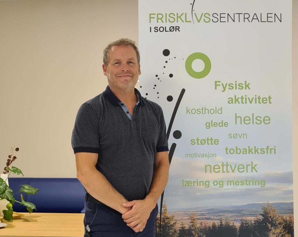 NYTT OPPLEGG: Lars Ellevog er prosjektleder for «Sterk og stødig» ved Frisklivssentralen i Solør. Det skal bidra til at eldre ikke faller, og styrke eldres helse i Våler og Åsnes.