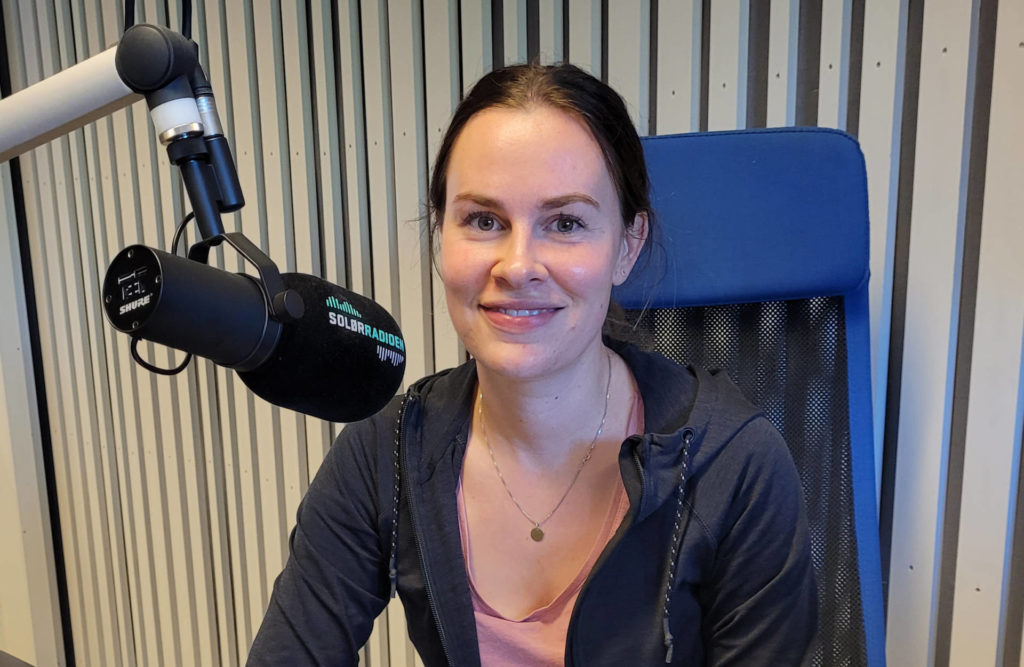 NOK ET FLOTT TILBUD: Liv Brekka er folkehelsekoordinator i Åsnes, og glad for at tilbudet med «Eldre ut på middag» ble så godt tatt i mot. Nå er alle plassene bestilt på opplegget som er finansiert av Statsforvalteren i Innlandet.