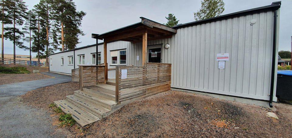 PÅ FLYTTEFOT: Teststasjonen for korona på Haslemoen flyttes fra mandag til Vålbyen skole. Foto: Åsnes kommune.