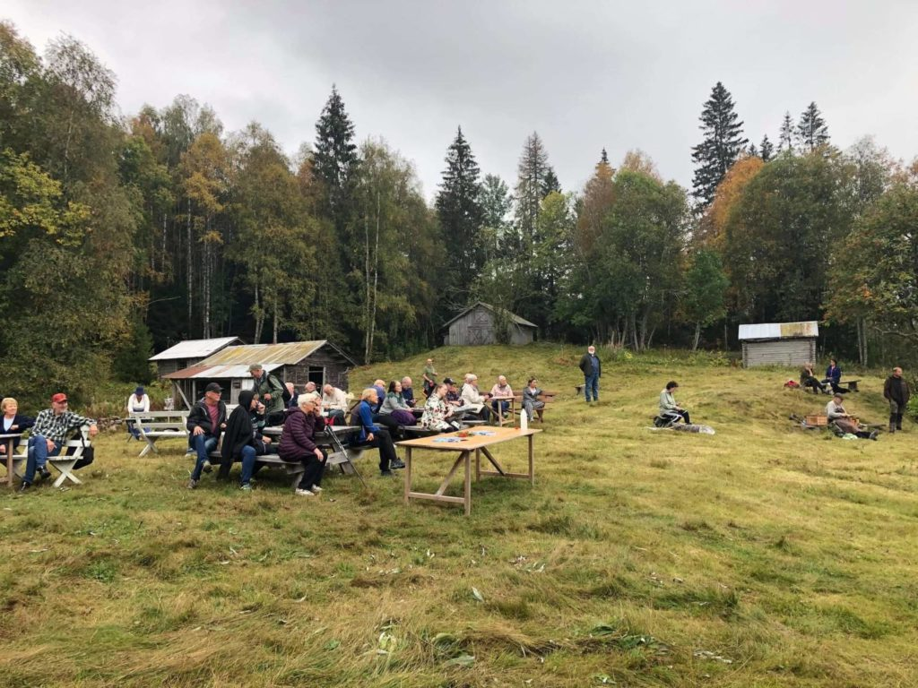 VANT: Finnskogen Natur- og Kulturpark vant kulturminnedagsprisen og 50.000 kroner. Fra venstre Iren Carlstrøm, Suzanne Palmquist og Jørn Holme.