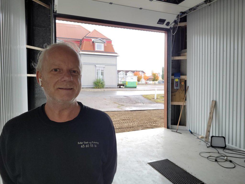 LAGER SELVVASK: Her i Tetenvegen 9 etablerer Frank Jonsrud og Solør vask og polering et nytt selvvaskanlegg. God høyde under taket gjør at store kjøretøy får plass i hallen.