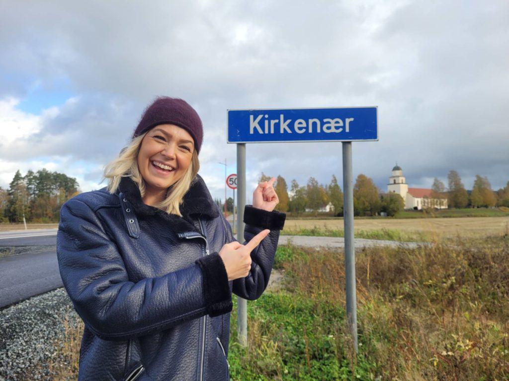 LIKER BYGDA: Camilla Botilsrud Sagen valgte å flytte hjem til Kirkenær, og pendler herfra til jobb i God morgen Norge på TV 2. Nå håper hun enda flere lar seg lokke hjem.