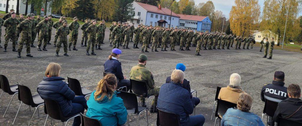 STORT OPPMØTE: Rundt 200 HV05-soldater var med på markeringen torsdag ved Haslemoen militærleir.