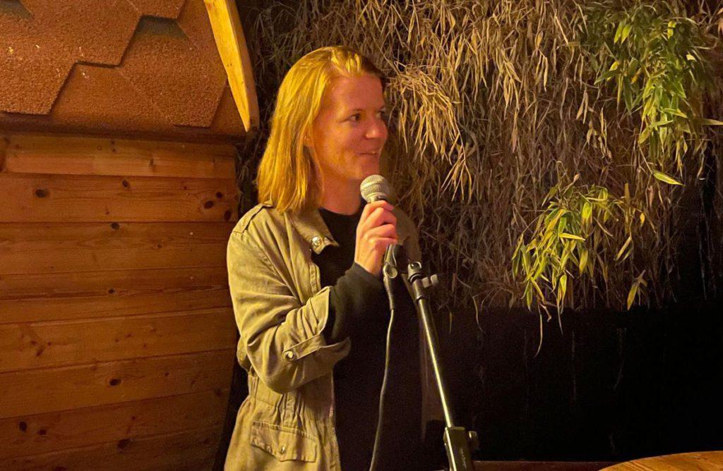 FRA GRUE: Kine Jeanette Solberg fra Grue jobber for Monster. Selv om hun kjente til Håkon fra før, har også hun lært mye nytt om Håkon gjennom serien.