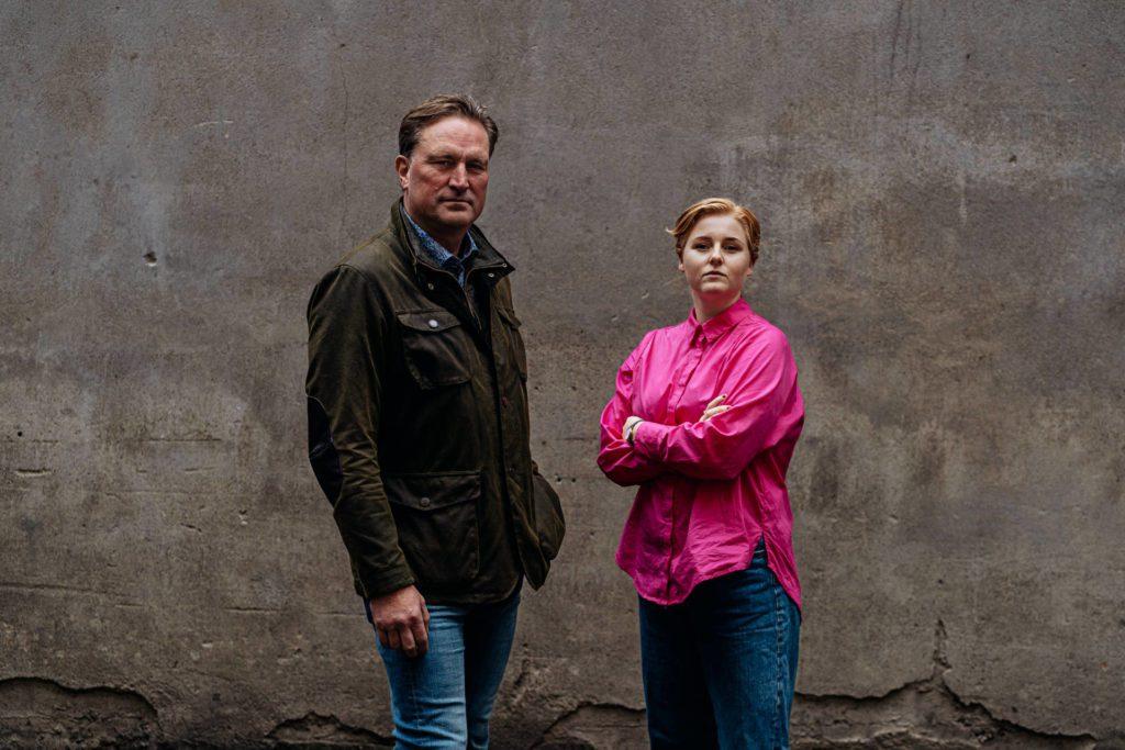 SNAKKER UT: I podkasten «Hvorfor det» snakker Ingrid Vatnar Eikje fra Hof med NOKAS-raneren Kjell Alrich Schumann. Foto: Thomas Kjøndal.